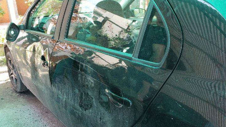Les chocaron el auto, se bajaron y los golpearon