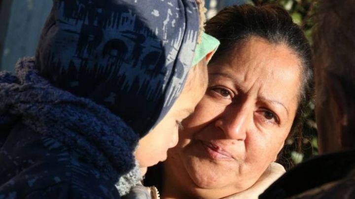 Conmoción en Bariloche: Vive con sus 4 hijitos debajo de un nylon