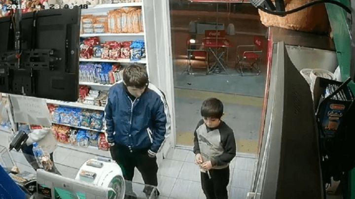Usó de anzuelo a un nene para robar. VIDEO