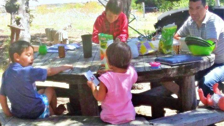 Moquehue: Vive en una carpa con sus cuatro hijos