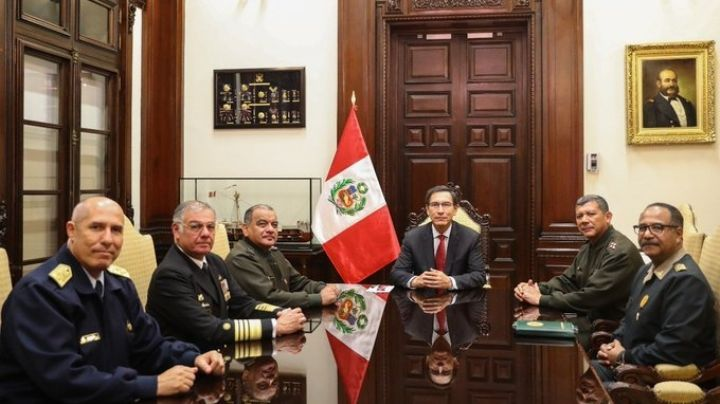 Perú: Las Fuerzas Armadas y la policía apoyan al presidente destituido
