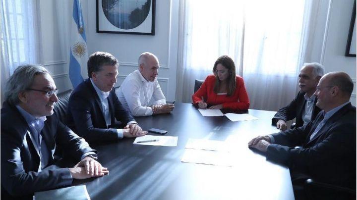¡Lo firmó! Vidal aprobó el decreto de traspaso de Edenor y Edesur