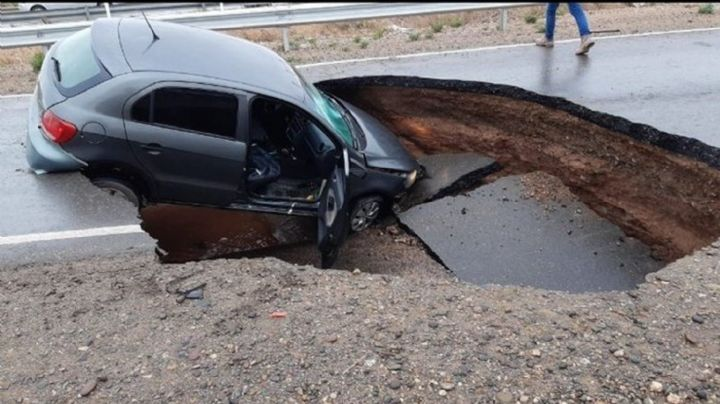 ¡Terrible! Se hundió una ruta inaugurada por Macri en Neuquén