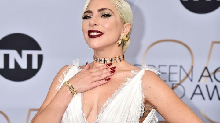 ¡En la tina! Lady Gaga cubre su cuerpo sólo con sus manos ¿No es demasiado?
