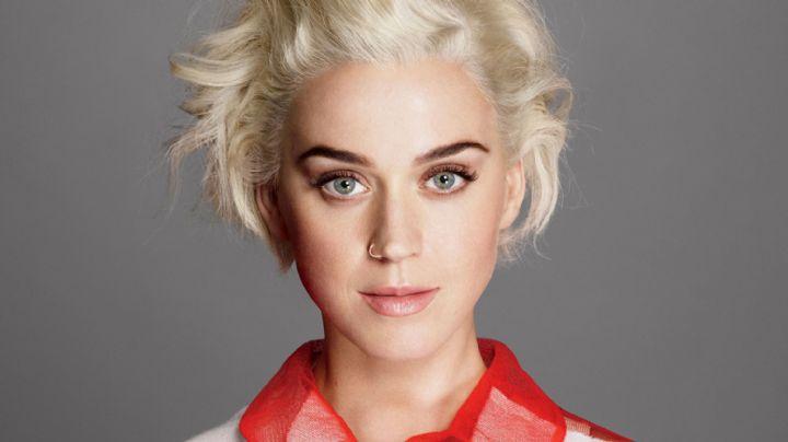 """Al estilo """"Baywatch"""", Katy Perry posa con un traje de baño rojo ¡Infernal!"""