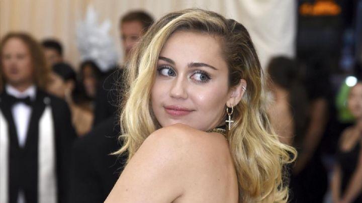 """""""¡Una bomba!"""": Miley Cyrus y su atrevida postal ¡con todo al aire!"""