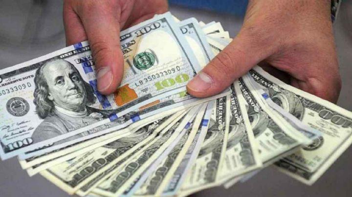 El dólar llegó a los $62 y tocó un nuevo récord