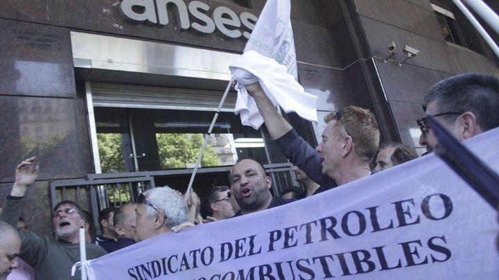 Petroleros marchan hasta la sede central de ANSES para reclamar por jubilaciones