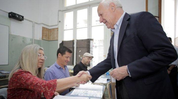 ELECCIONES ARGENTINAS 2019: Lavagna, el primer candidato presidencial en emitir su voto