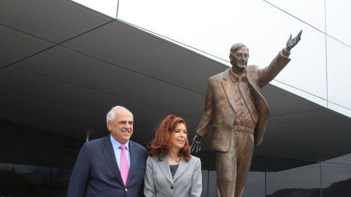 Tras el triunfo de Alberto Fernández, reponen un monumento a Néstor Kirchner