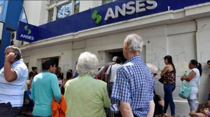 """¡Exigen que ANSES explique cómo """"perdió"""" el 50% del fondo de los jubilados!"""