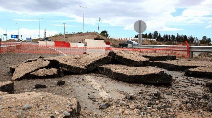 Ruta 7: El cráter sobre Autovía Norte en Neuquén, sigue allí...