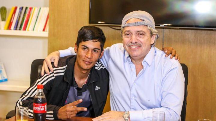 Del prejuicio al ejemplo: Alberto Fernández recibió a Brian, el presidente de mesa discriminado