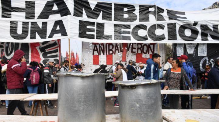 """Organizaciones sociales llevan su """"Polentazo"""" a la nueva sede del FMI en Buenos Aires"""