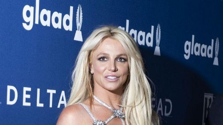 Britney Spears abre las piernas frente al espejo y te muestra de qué está hecha