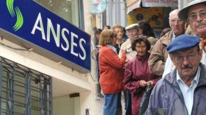 Abuelos en peligro: Investigan estafas de falsos empleados de Anses