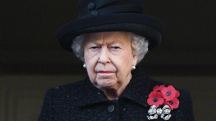 No la puede ver más y la hizo llorar: la humillación en público de la reina Isabel