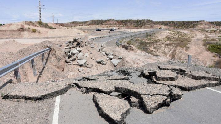 """""""Cráter en ruta 7"""": ¿Quién se hace cargo de la reparación sobre la Autovía Norte de Neuquén?"""