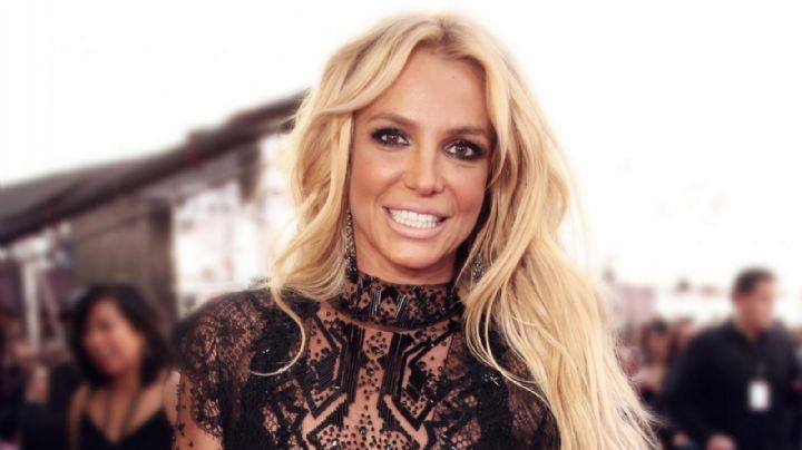 ¿Se pasó? El ajustado vestido rojo de Britney Spears con que casi se le salen... ¡Se van a reventar!