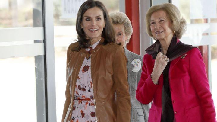 """El perfecto """"working look"""" de estación que lució la reina Letizia en presencia de su suegra. ¡Mirá!"""