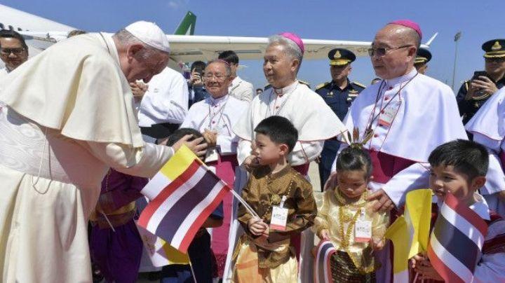 El Papa Francisco llegó a Tailandia para visitar a la minoría católica
