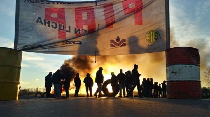 """""""Reclamo en Arroyito"""": Piquete de trabajadores de la PIAP sobre ruta 22"""