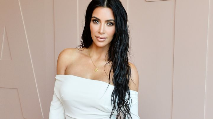 """""""Siempre quiero un look clásico"""", dijo Kim Kardashian al lucir un vestido blanco ajustadísimo"""