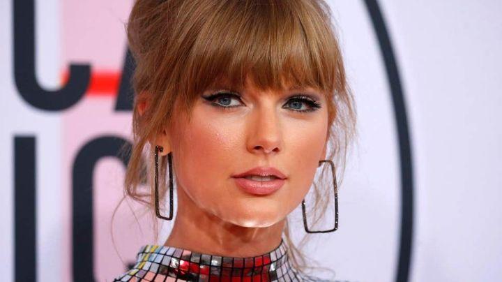¡Mira lo que enseña! Taylor Swift con una mini que deja a su retaguardia... ¡pasando pena!