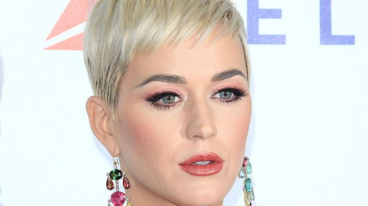 ¡Prepárate para mirar! Katy Perry es captada saliendo del agua con impactante bikini ¡toda natural!