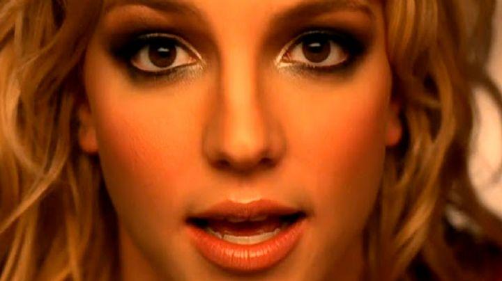 ¡Ponte otro Britney Spears! El micro shortcito ya quiere caer solo