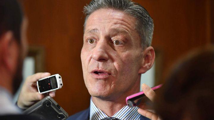 Arcioni devolverá el dinero descontado a los docentes que hicieron paro nacional