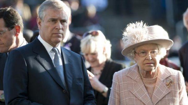 Escándalo: Las fotos del Príncipe Andrés de fiesta y con mujeres que enfurecieron a la Reina Isabel