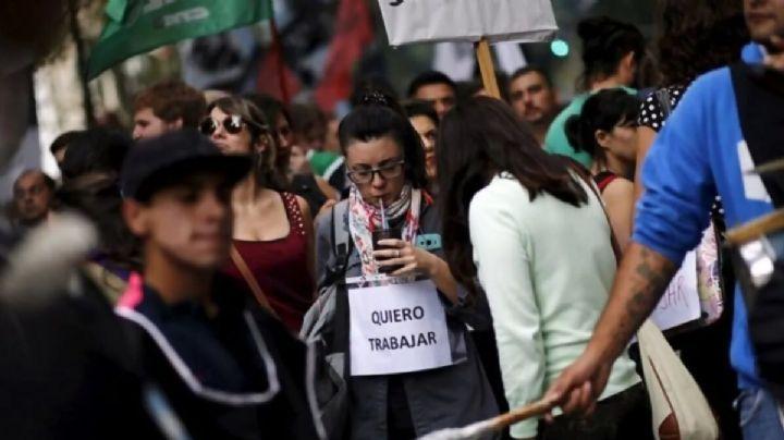 Durante cada hora del último año, 16 argentinos perdieron su trabajo