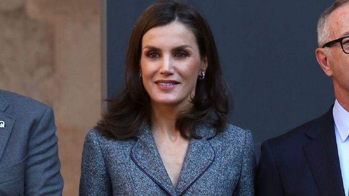 """La reina Letizia recupera un discreto pero fantástico """"working look"""". ¡Qué elegancia!"""