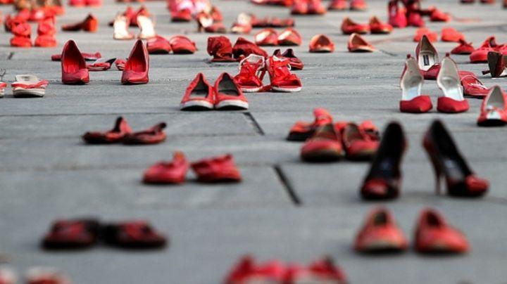 Mar de zapatos rojos en el espacio del Monumento a San Martín, conoce los motivos