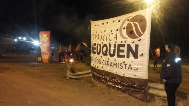 Protesta de ceramistas sobre la ruta 7