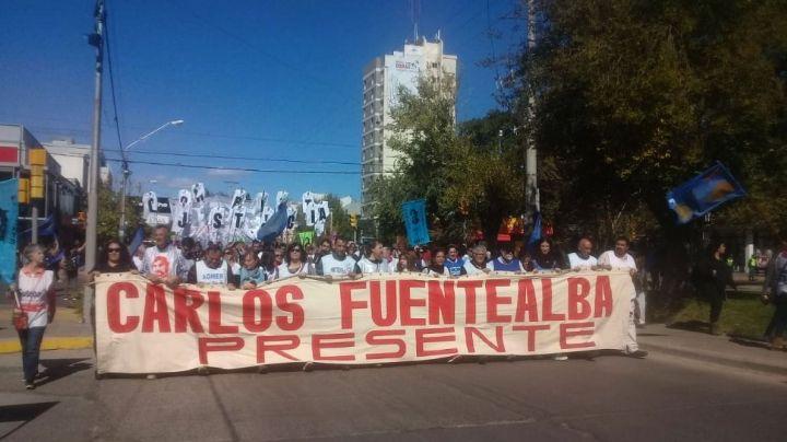 12 años sin Carlos Fuentealba: Masiva marcha en el centro neuquino