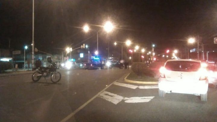 Un cadete policial atropelló a una joven: Lucha por su vida