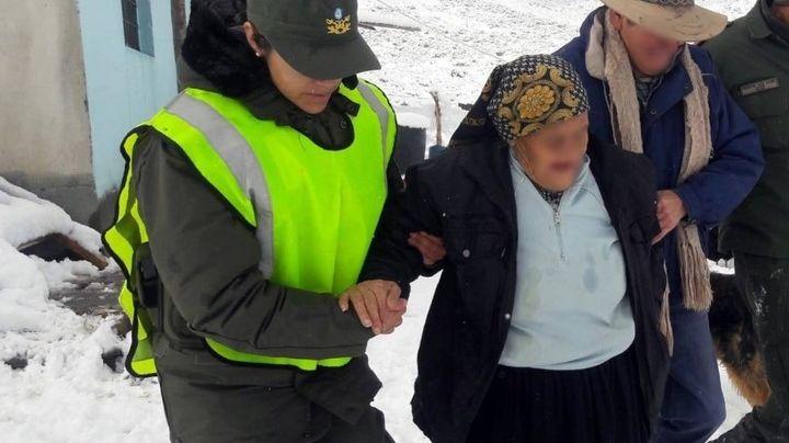 Emotivo rescate de una anciana de 105 años aislada por la nieve. Mirá