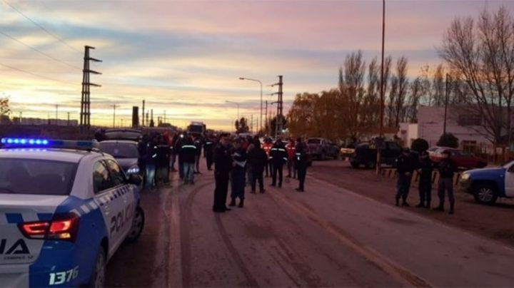 Ruta 22: Bloqueo de la UOCRA en Plaza Huincul