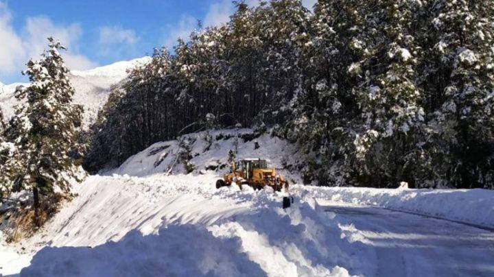 """Villa La Angostura en """"estado de emergencia"""" por el derrumbe y la nieve"""