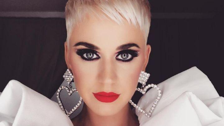 Katy Perry cubre su explosivo escote solo con las manos. ¡Arde en llamas!