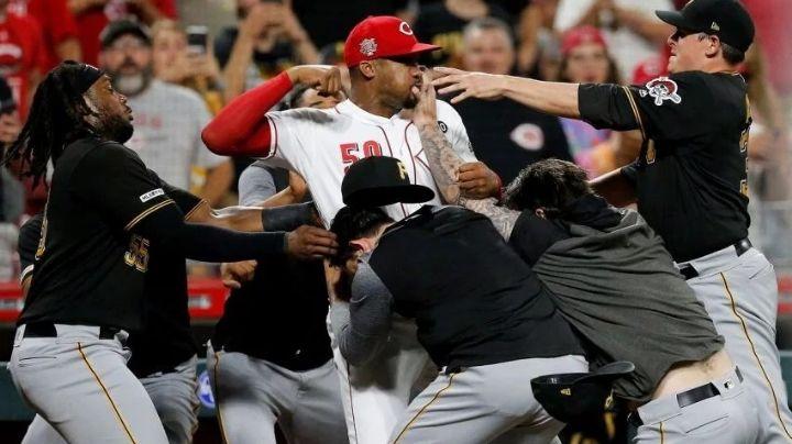 Golpes, heridos y destrozos: la feroz batalla campal en el baseball de Estados Unidos. VIDEO