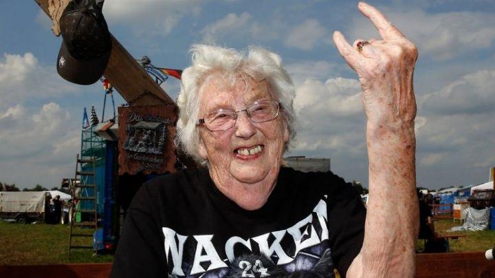 """""""Abuelos pesados"""": Se escaparon del geriátrico y los encontraron en... ¡un festival Heavy Metal!"""