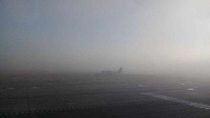 """""""Niebla total"""": El Aeropuerto de Neuquén tuvo vuelos demorados y desviados"""