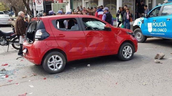 """""""Piquete salvaje"""": Atropelló a 5 personas, le destrozaron el auto y casi la linchan. Mirá"""