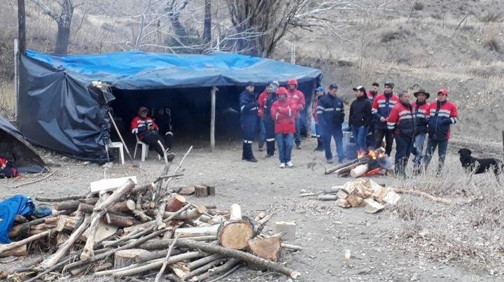 """""""Mineros de Andacollo en alerta"""": Sigue el piquete en ruta 40"""
