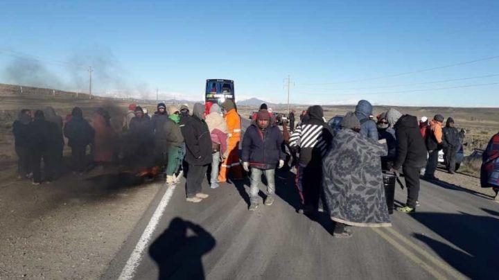 """""""Zapala, sin combustibles"""": Piquete de desocupados en la ruta 22"""