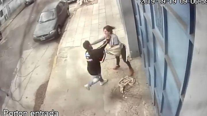 """""""Maldita inseguridad"""": Brutal asalto en Barracas contra una mujer. VIDEO"""