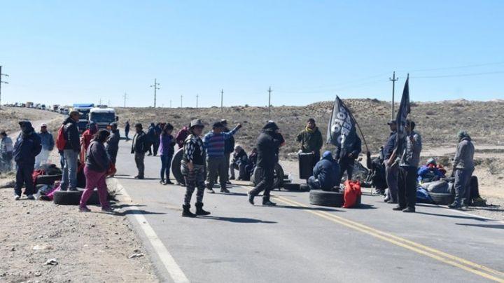 """""""Caos en la ruta 22"""": Sigue el piquete en Zapala"""